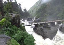 attukal waterfalls in munnar